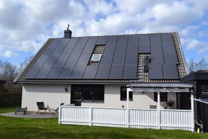 """Bra presentation vid en arrangerad """"solenergi dag"""" i Motala samt ett bra pris var avgörande för vårt val . Arbetet utfördes med noggrannhet och precision till ett mycket bra resultat av kunnig och trevlig personal. Kan varmt rekommendera företaget. Hälsningar Peter Bengtsson"""